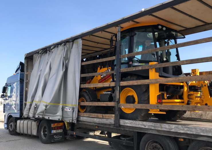 Перевозка экскаваторов JCB из Англии в Армению